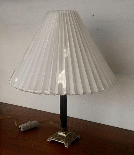 boligtilbehoer bordlampe sort messing