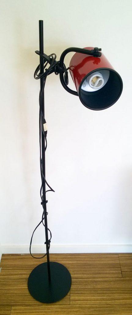 boligtilbehoer gulvlampe metal sort roed