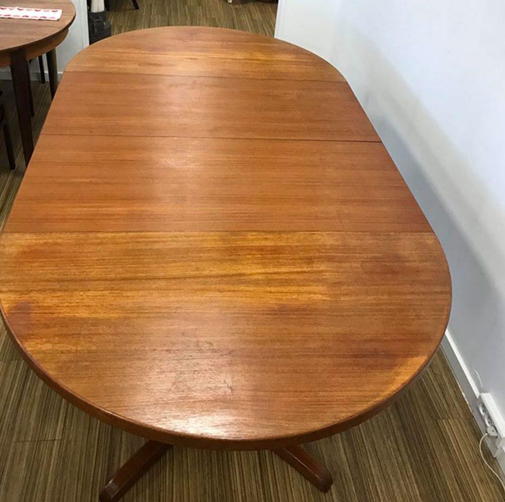 dekohjem retromoebler rundt spisebord teak designet af kai kristiansen der medfoelger tillaegsplader fra
