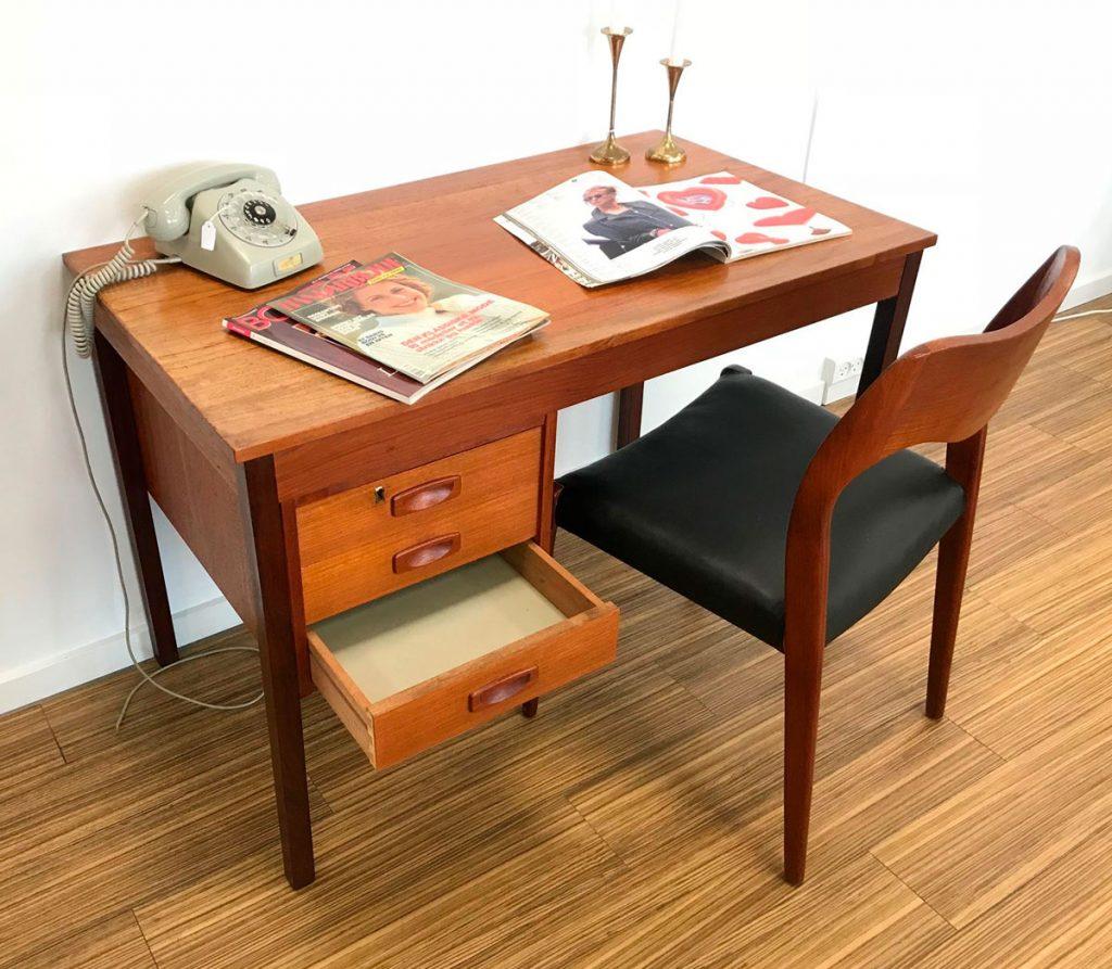 moebler skrivebord 3 skuffer lettere patineret teak