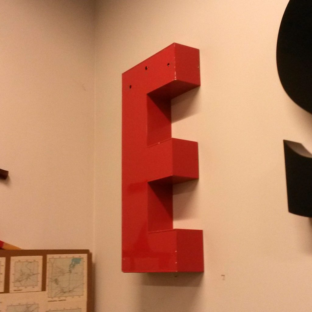 dekohjem boligtilbehoer bogstaver store har e og t