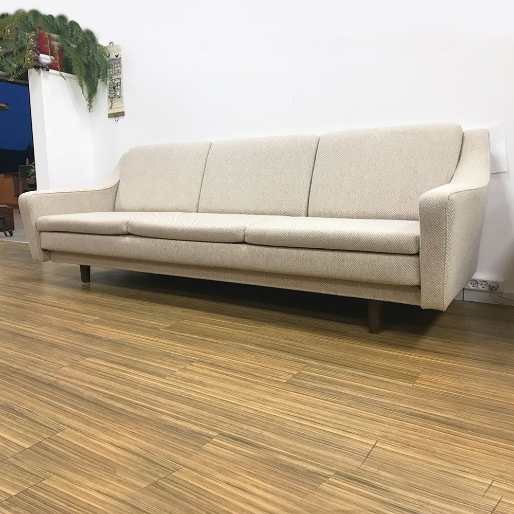 dekohjem moebler retro sofa lys stof ben i palisander