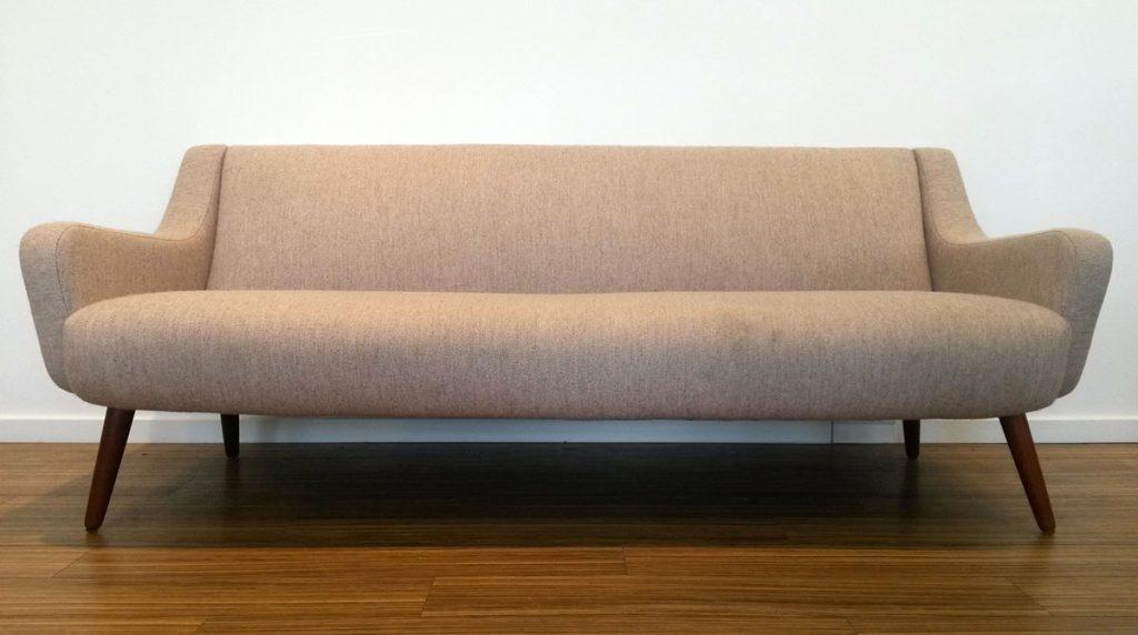 moebler sofa lyst graat uldstof teak
