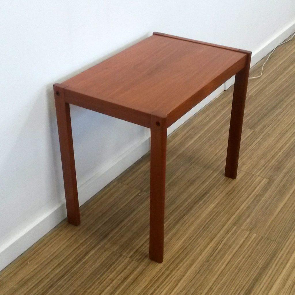 dekohjem fint lille sidebord i teak