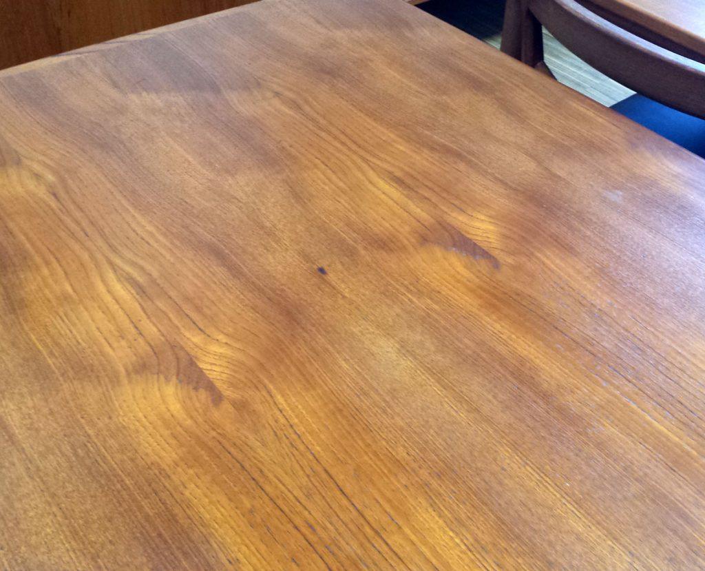 flot baadformet spisebord i teak