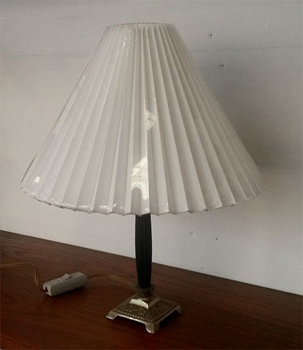 boligtilbehoer bordlampe sort messing