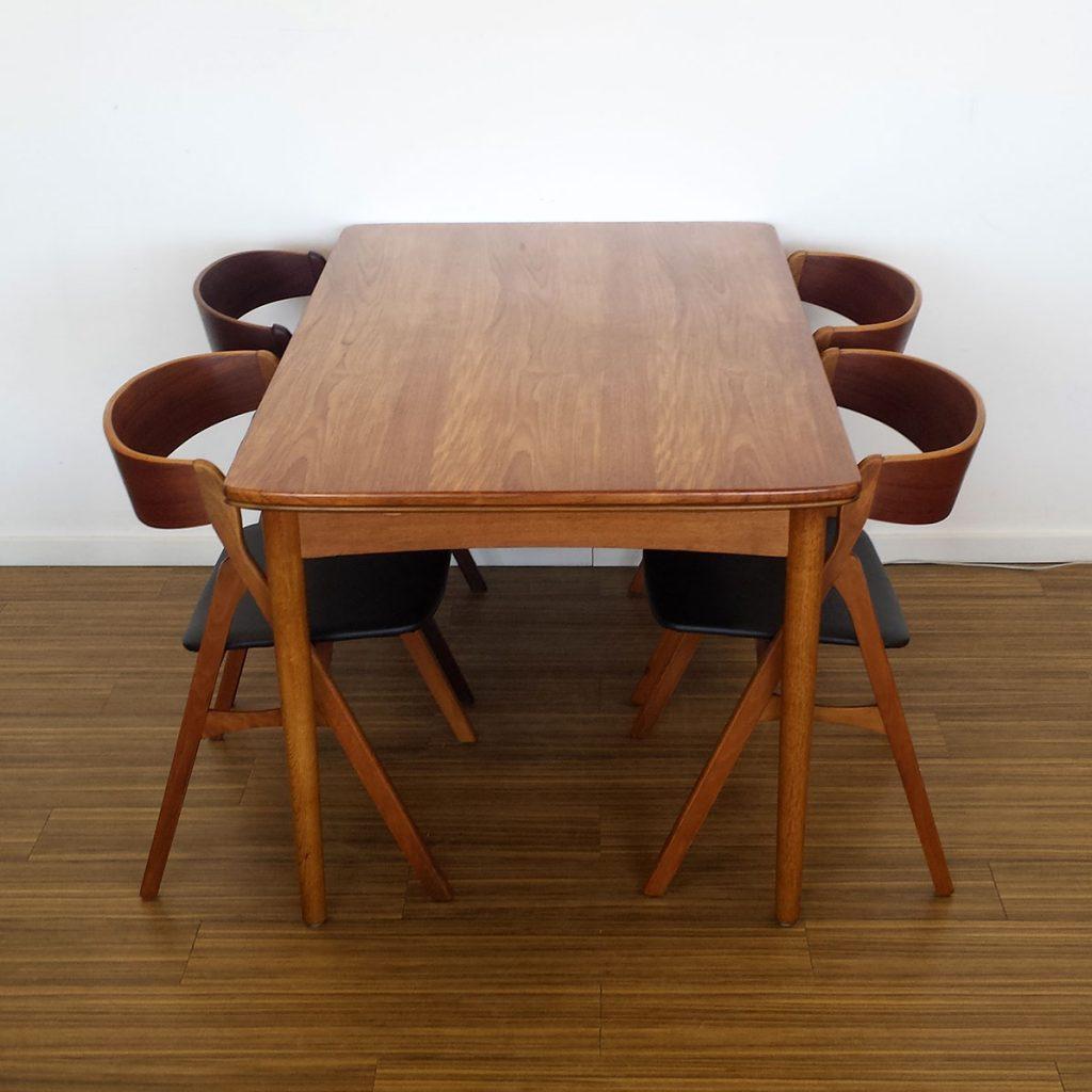fint spisebord teak med ben eg hollandsk udtraek
