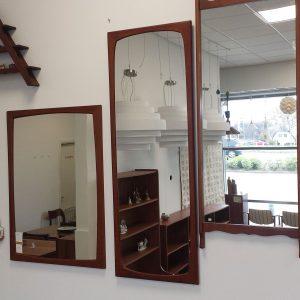 spejl i teak med runde kanter