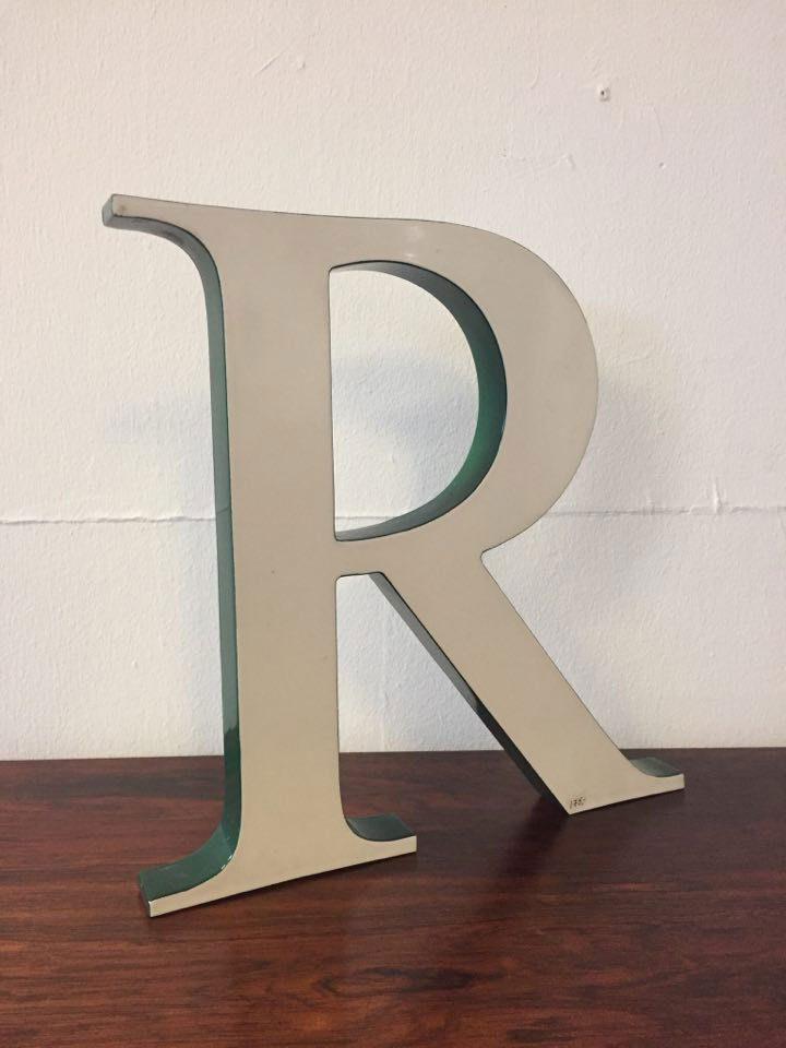 boligtilbehoer varia bogstaver hvide med groenne sider