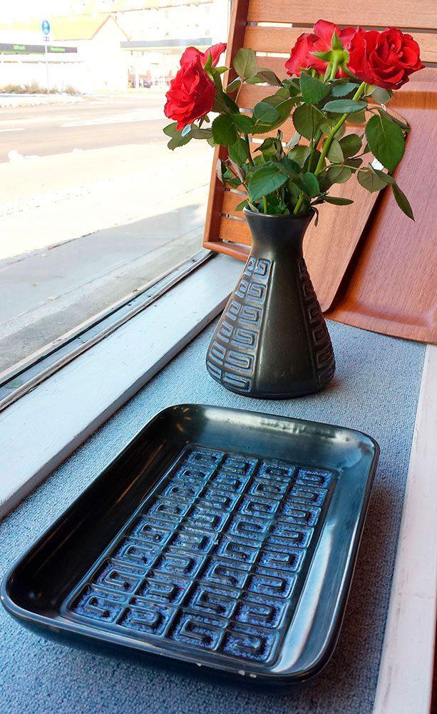 boligtilbehoer vase og fad keramik blaat glasur